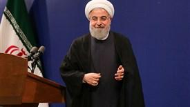 روحانی: اگر کسی می ترسد کنار برود
