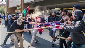 تظاهرات نژادپرستانه به خشونت کشیده شد